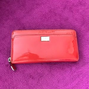 EUC Authentic patent glossy coach wallet, price⬇️
